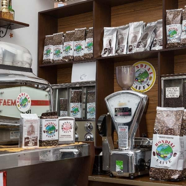 Vendita di caffè in grani e polvere